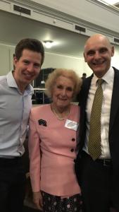 Eric Geijteman (links), samen met dr. Baines en prof. Ellershaw (voorzitter van de 'collaborative for best care for the dying person'